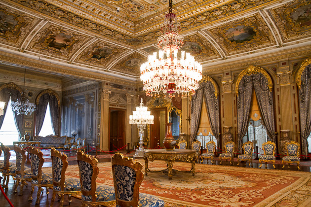 احداى صالونات القصر