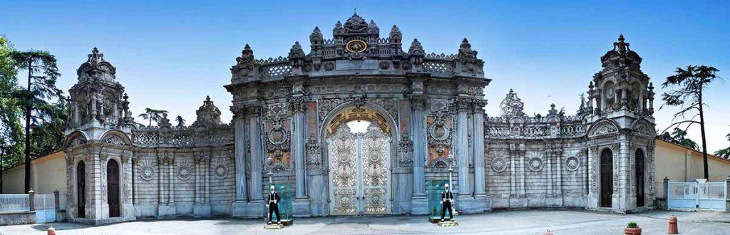 بوابة قصر طولمه باغجه