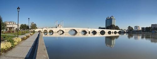 جسر الحجر على نهر سييهان