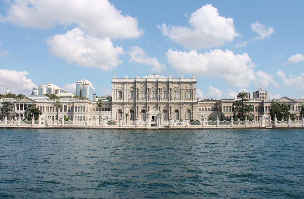 متحف و قصر طولمه باغجه