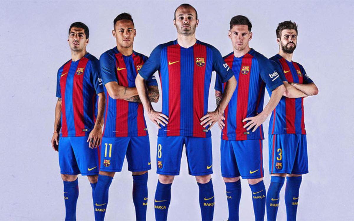 صورة قميص برشلونة 2017 الجديد