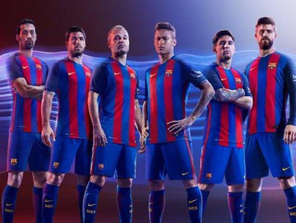 لاعبين برشلونة بالزي الرسمي لموسم 2016-2017