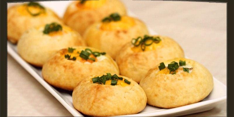 اقراص الخبز بالبيض وجبة افطار Decorate-dough.jpg