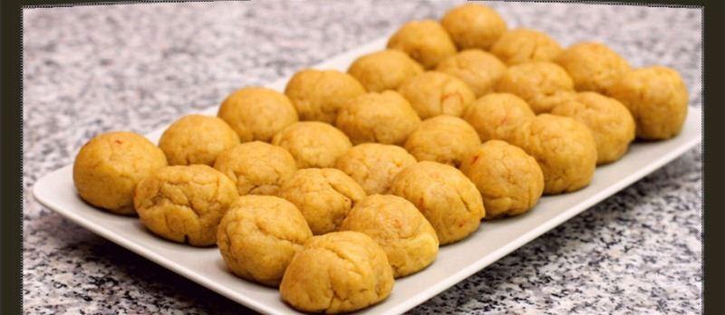 طريقة فطائر كليجا القصيم الشهيرة Divide-dough.jpg