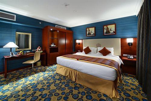 غرفة فاخرة في فندق ميلينيوم العقيق بالمدينة المنورة