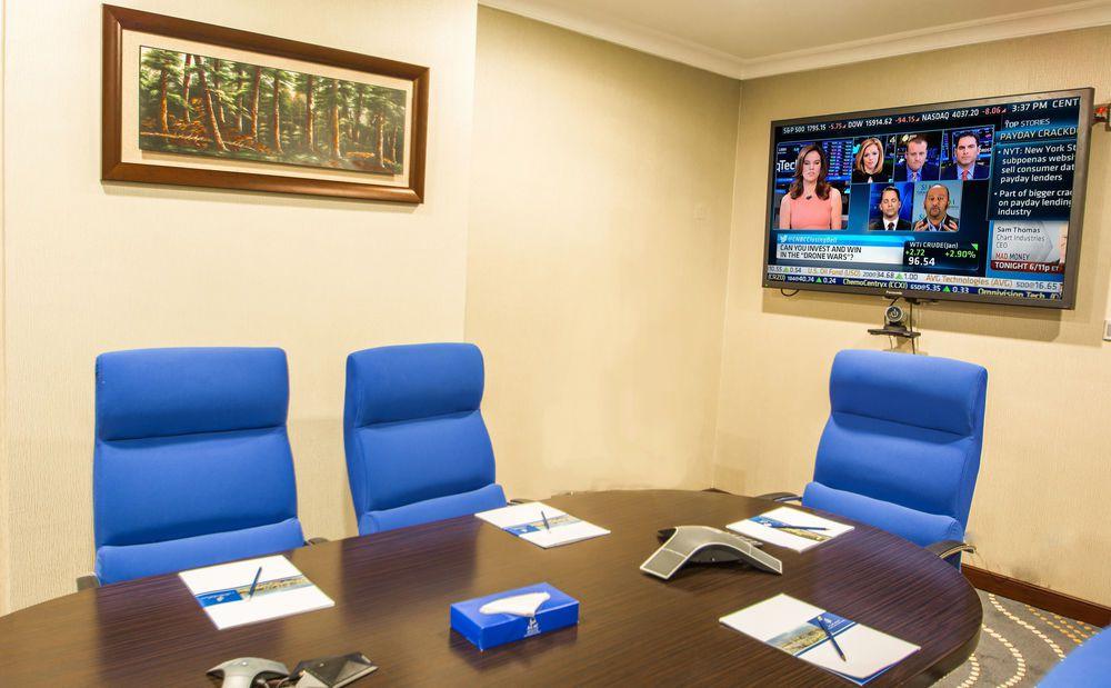 غرفة الاجتماعات في فندق ميلينيوم العقيق بالمدينة المنورة