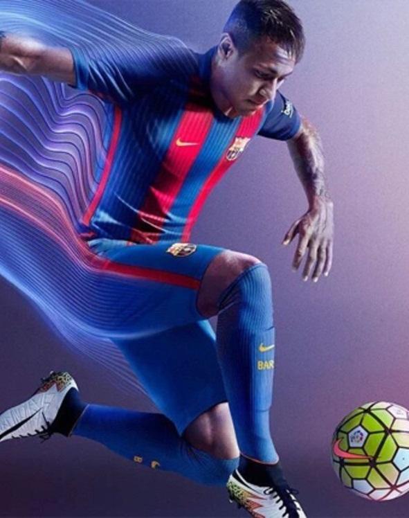 نيمار يرتدي قميص برشلونة 2017