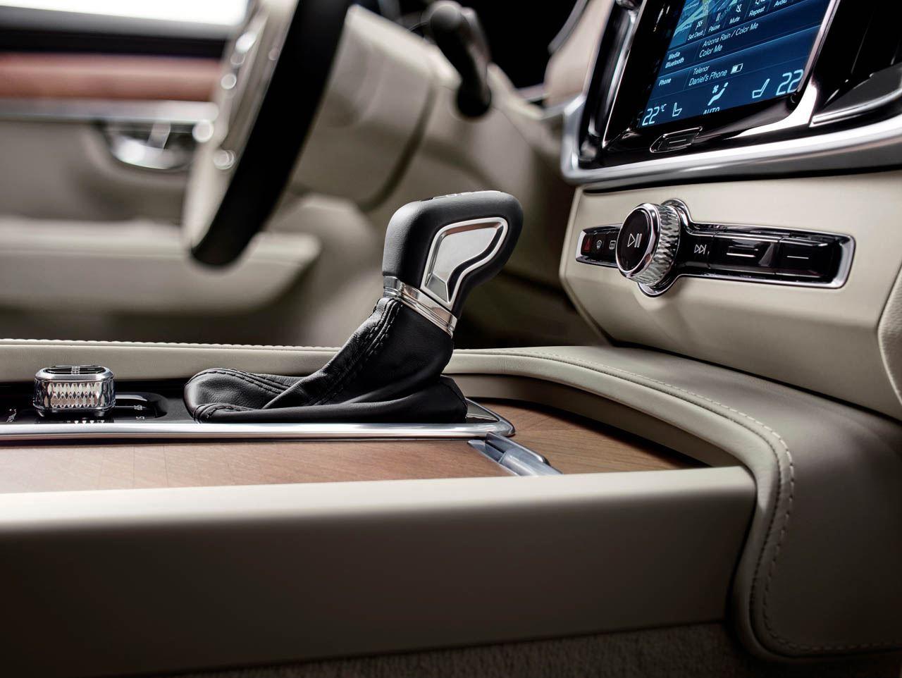 التصميم الداخلي للسيارة فولفو اس 90 2017