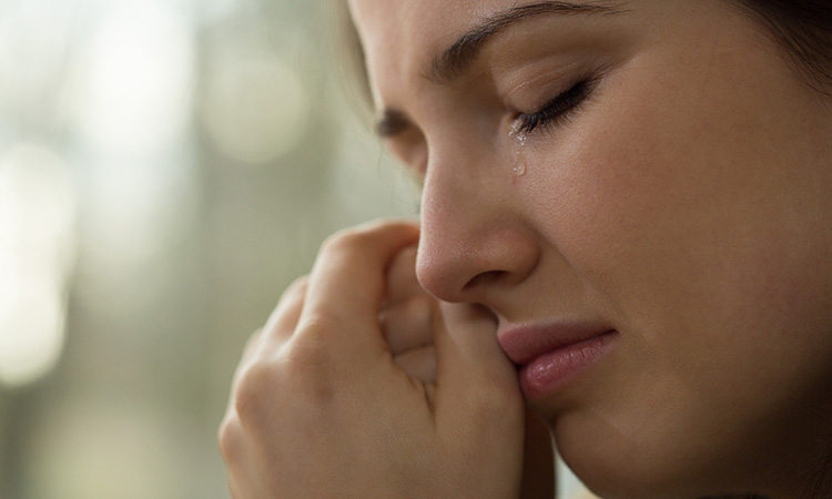 اضرار البكاء المستمر على صحة الإنسان