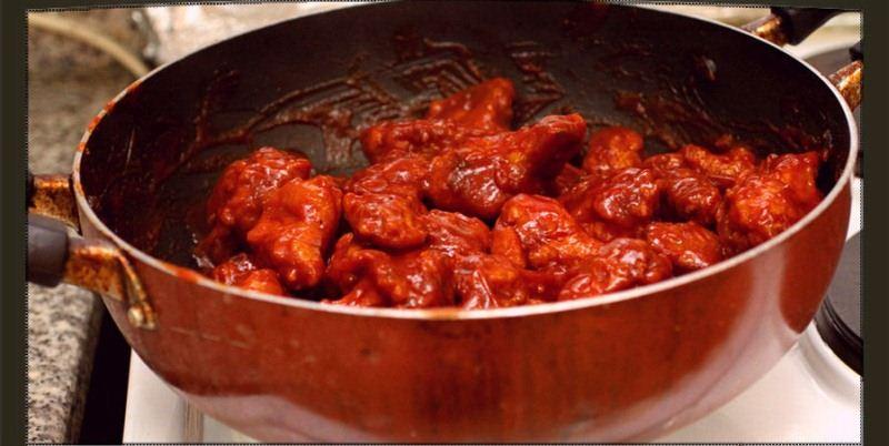 بافللو أجنحة الدجاج بصوص الباربيكيو Add-Chicken-to-Sauce