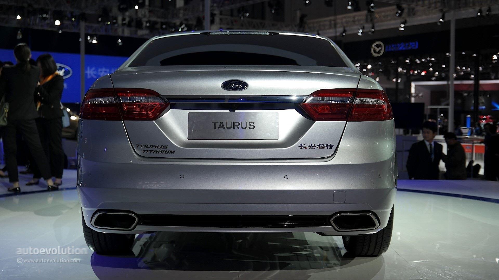 التصميم الخلفي للسيارة فورد توروس 2016