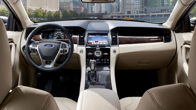 التقنيات التكنولوجية للسيارة فورد توروس 2016