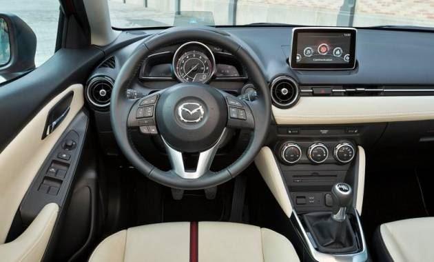 التصميم الداخلي للسيارة مازدا 2 موديل 2016