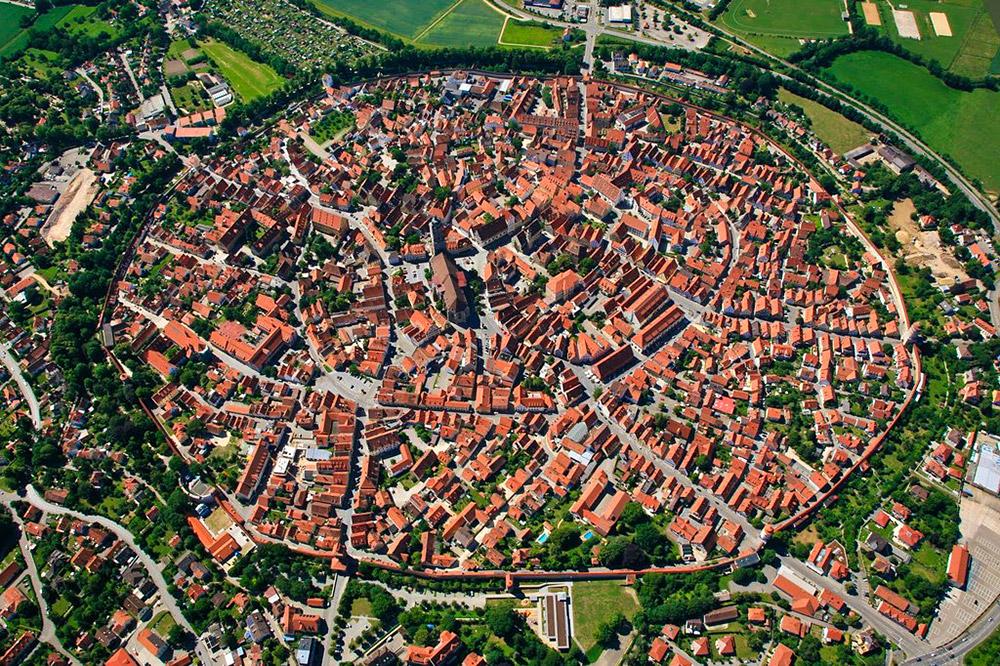بلدة المانية منبية داخل نيزك