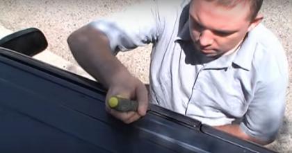كيفية فتح باب السيارة في حال نسيان المفتاح بداخلها %D8%B9%D9%85%D9%84-%D9%81%D8%AC%D9%88%D8%A9-%D8%A8%D8%A7%D9%84%D9%85%D9%81%D9%83