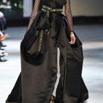موديلات فساتين سوداء من أسبوع الأزياء في باريس 2016