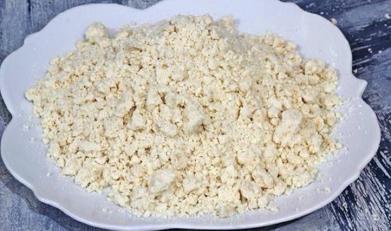 فطيرة تفاح دايت سريعة ولذيذة Add-Oil-to-flour.jpg