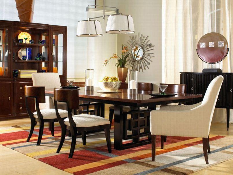 غرفة طعام بني وبيج
