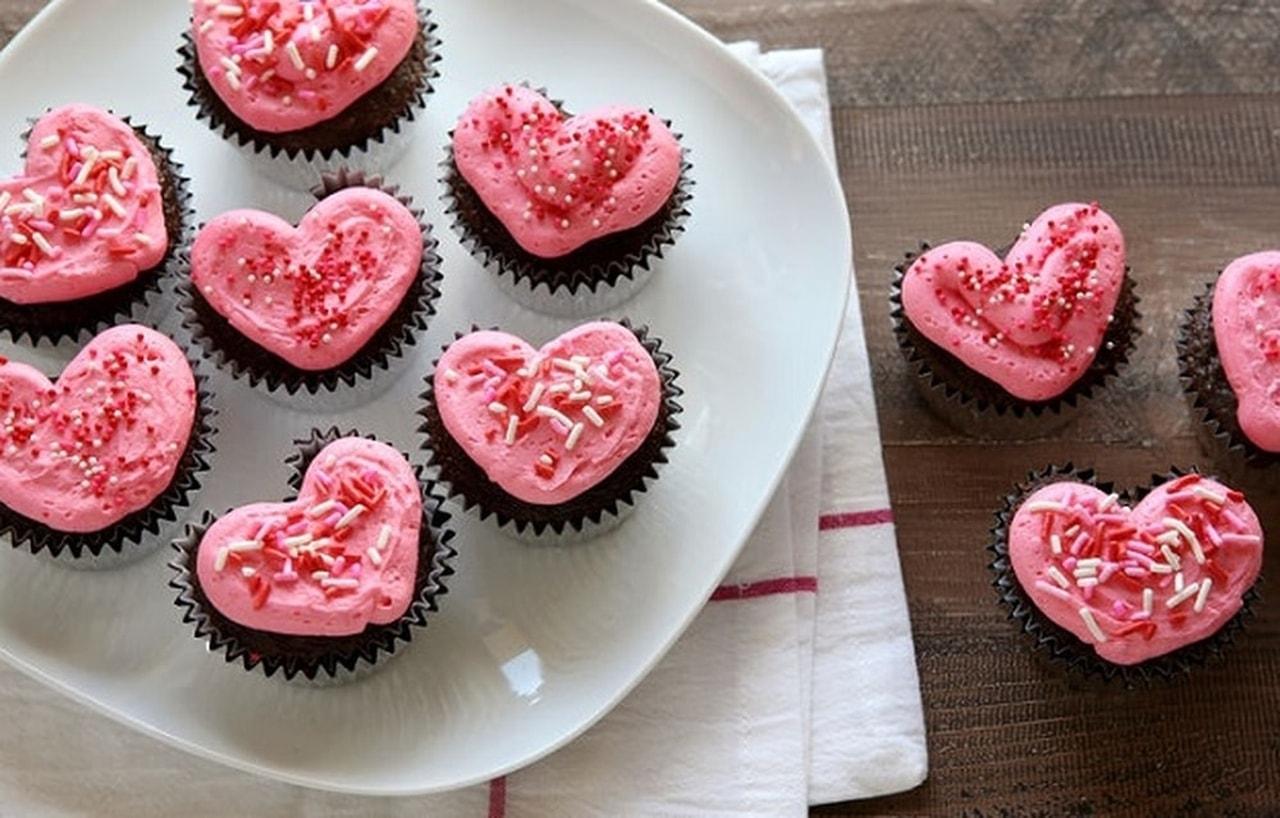 طريقة القلوب الملون Cupcake-Hearts.jpg
