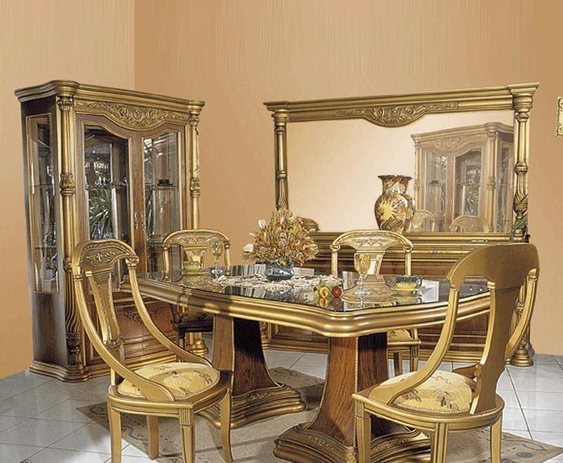 Gold Diningroom