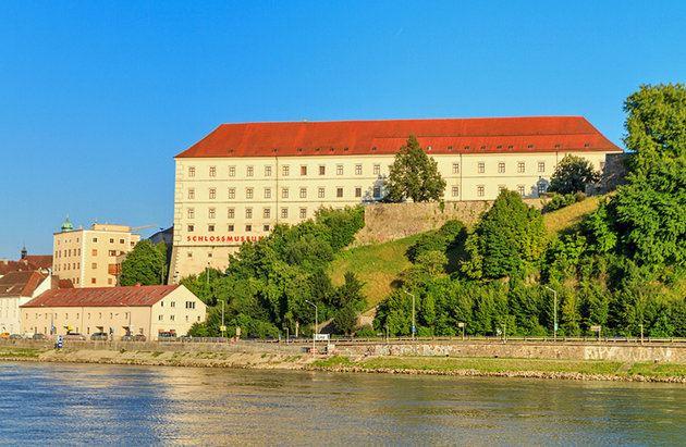 و تقع هذه الدولة الرائعة في قلب أوروبا الوسطى ,
