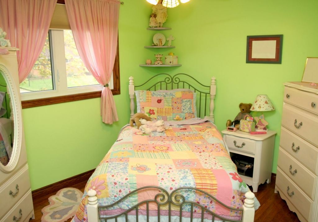room decor for girls green
