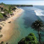الشاطئ المخفي أو منحدر بالي المميز في اندونيسيا