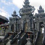 معبد بالي الهندوسي في اندونيسيا