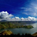 داناو توبا أضخم بحيرة بركانية في العالم في اندونيسيا بالصور