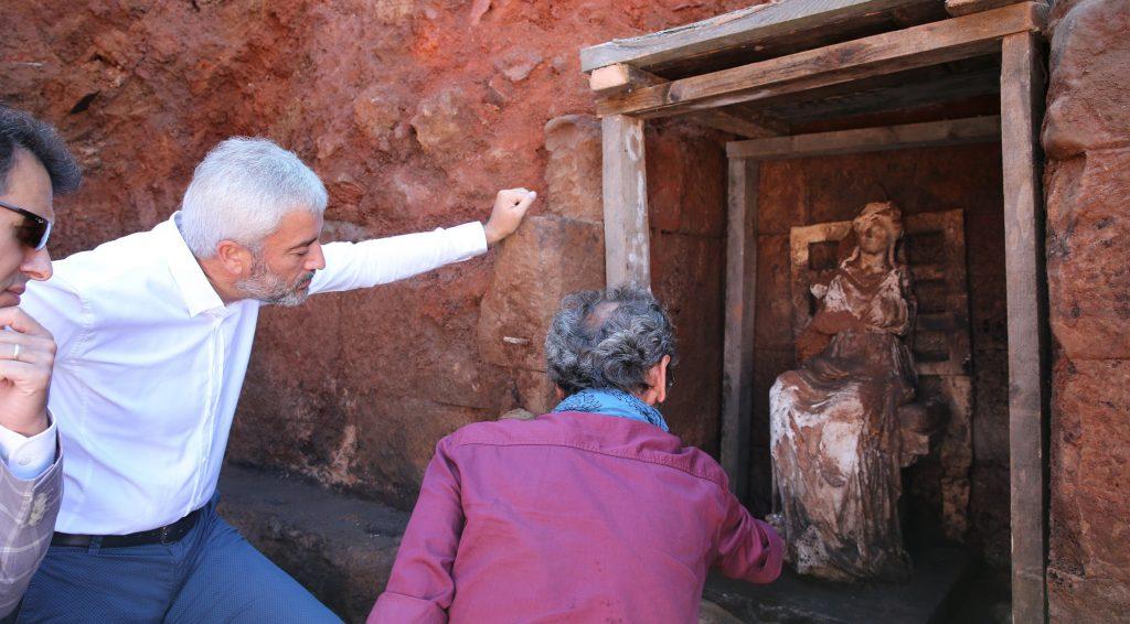 التمثال الاثري المكتشف في اوردو