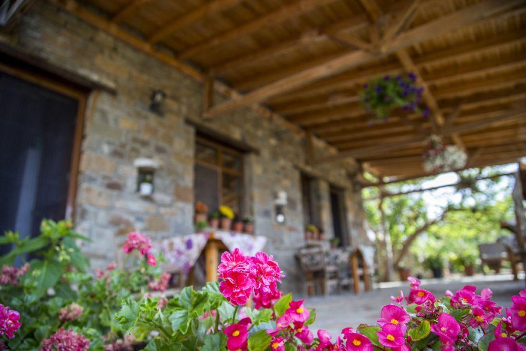 الشرفات الجميلة في القرية