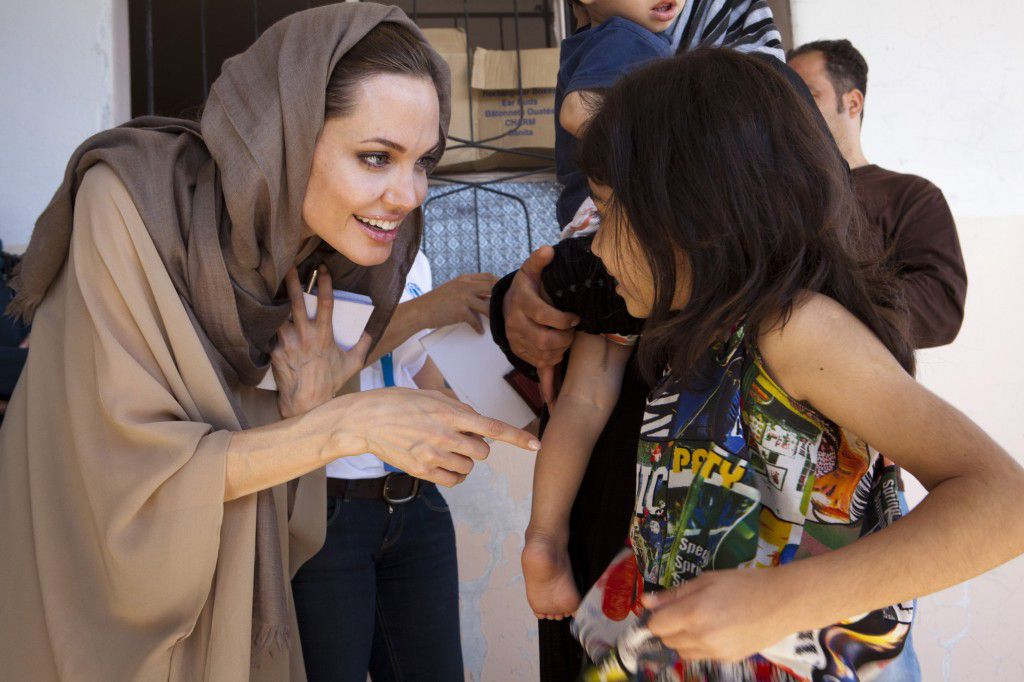 تفاصيل زيارة انجيلنا جولي للاجئين في مخيم الأزرق بالأردن