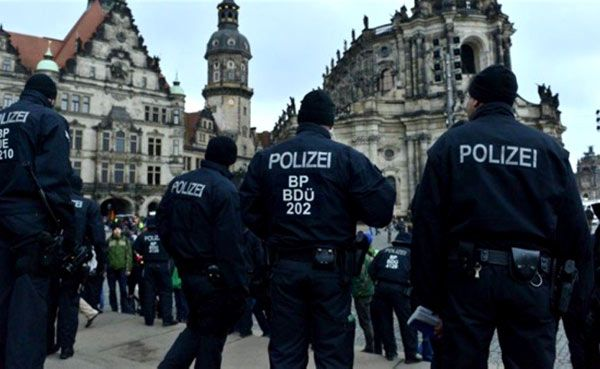 انفجارين في مسجد و مركز مؤتمرات في ألمانيا