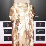 ـ افضل إطلالات الفنانة العالمية ريهانا (Rihanna) ريهانا-بفستان-ذهبي-1