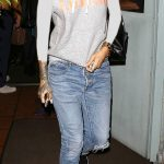 ـ افضل إطلالات الفنانة العالمية ريهانا (Rihanna) ريهانا-ترتدي-الجينس-