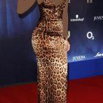 ـ افضل إطلالات الفنانة العالمية ريهانا (Rihanna) ريهانا-ترتدي-فستان-ت
