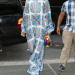 ـ افضل إطلالات الفنانة العالمية ريهانا (Rihanna) ريهانا-تردتدي-عباءة-