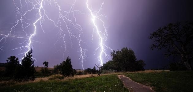 كيف يحدث البرق والرعد