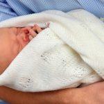 ولادة أول طفل من تقنية الاباء الثلاثة تثير الجدل