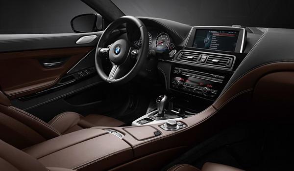 التصميم الداخلي للسيارة بي إم دبليو M6 2017.