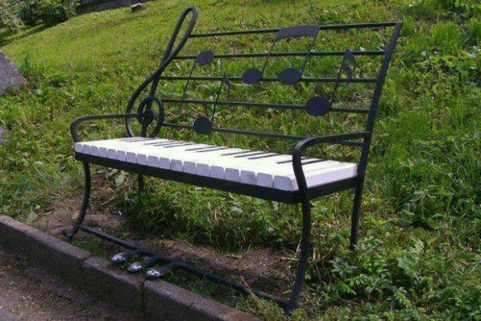 مقاعد الجلوس بالسلالم الموسيقية