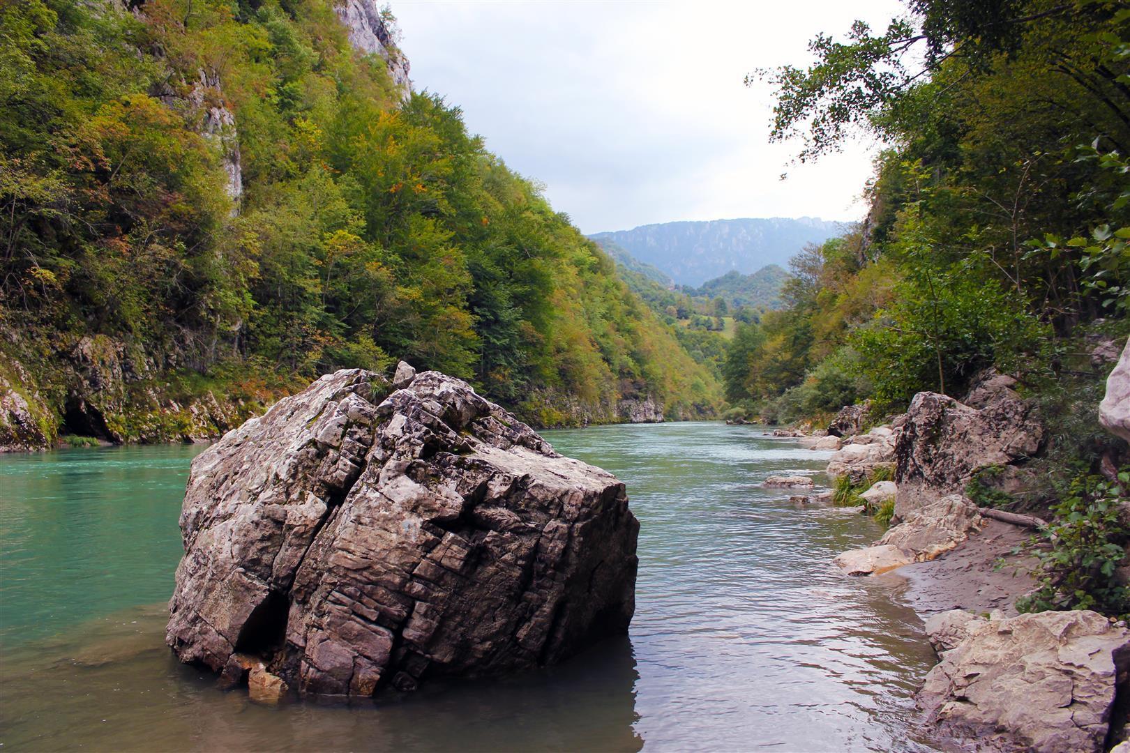 وادي تارا بالصور Tara-River-Montenegr