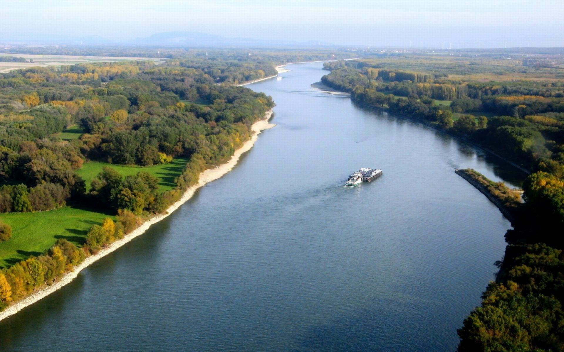 نهر الدانوب الذي يمر بطريق الحلقة
