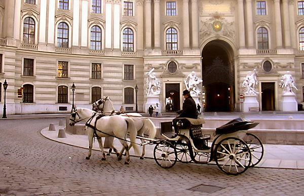 المحكمة مقاطعة هوفبورج السياحية hofborg1.jpg