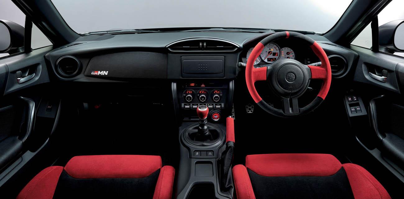 التصميم الداخلي للسيارة تويوتا 86 جي تي 2017