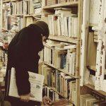 ما هي عوامل النهضة الأدبية في العصر الحديث ؟