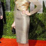فستان فضي في ذهبي