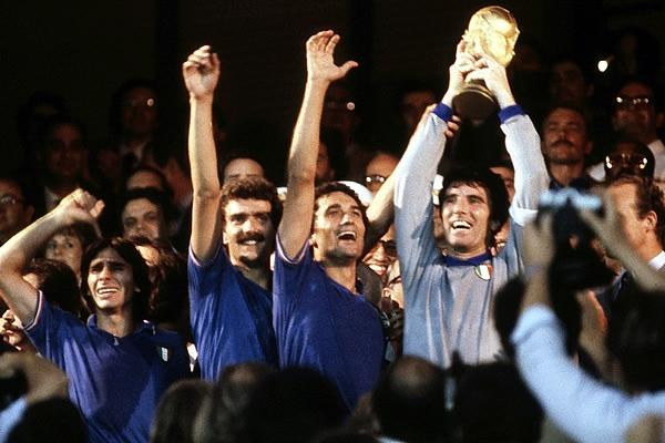 منتخب إيطاليا عام 1982 الفائز بكأس العالم بعد الفوز على المانيا 3-1