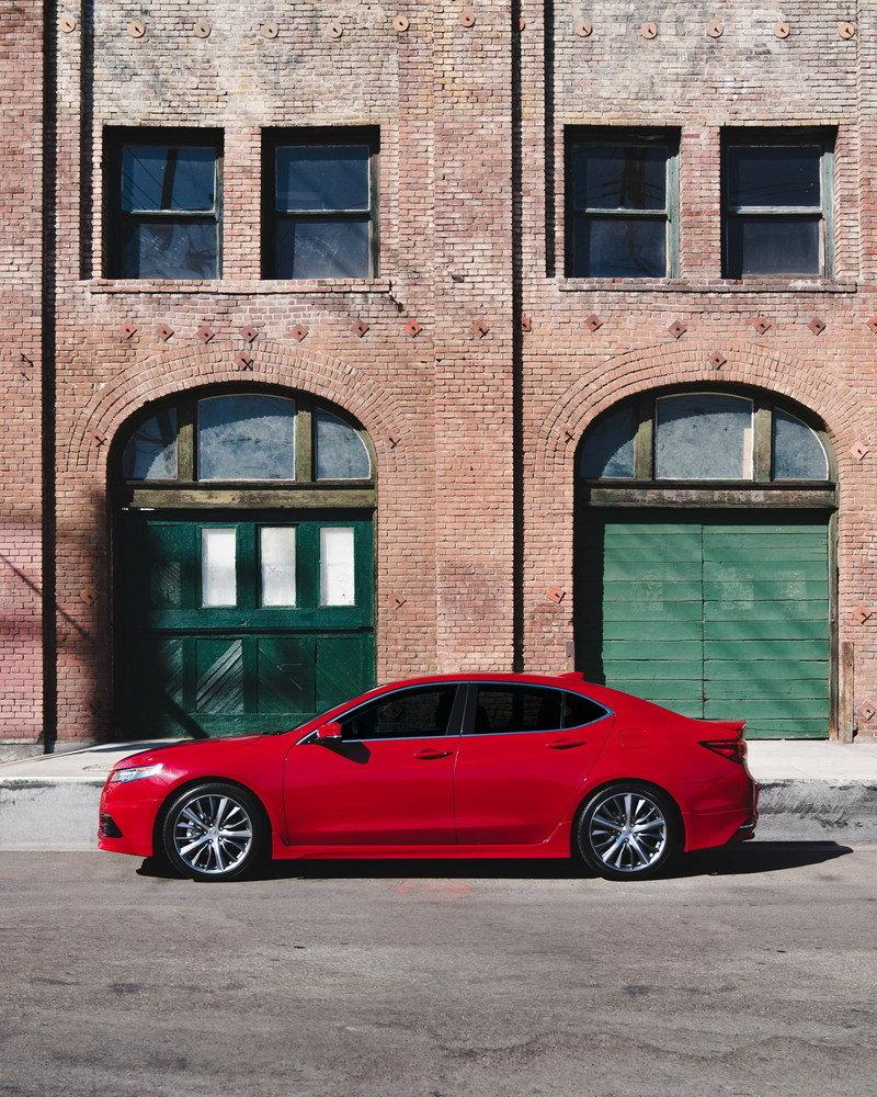 تصميم جانبي للسيارة اكيورا TLX 2017 GT