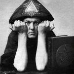 """الساحر الشيطاني """"آليستر كراولي"""" (Aleister Crowley)"""